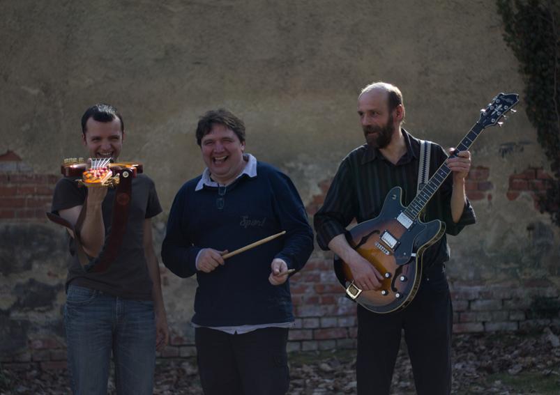 Martin Bayer (Bass), Andreas Bayer (Drums), Reinhard Prehn (E-Gitarre)